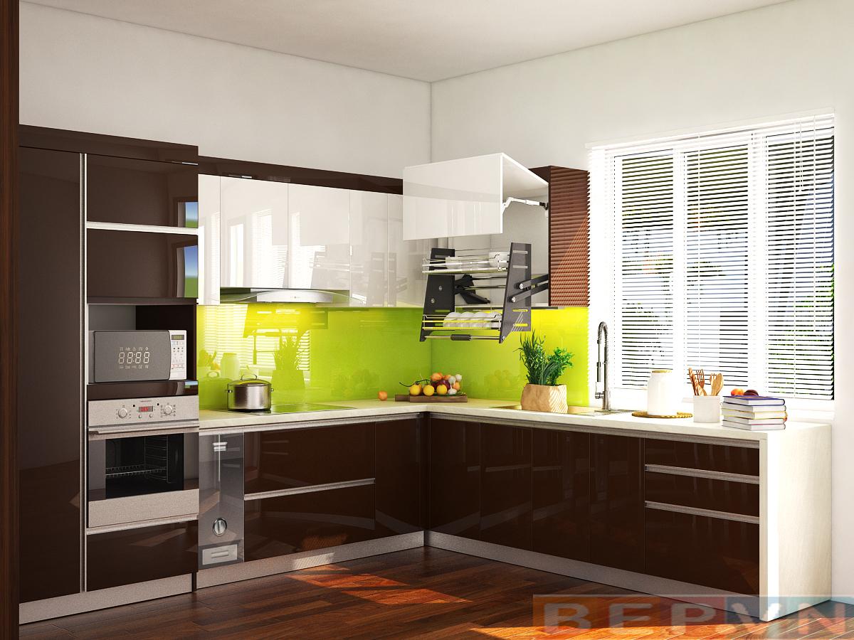 Tủ bếp màu nâu gia đình anh Thiết được làm bằng chất liệu Acrylic sáng bóng mang lại không gian sang trọng và sạch sẽ.