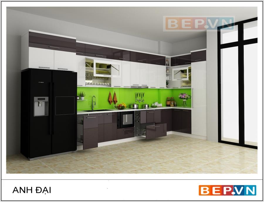 Tủ bếp acrylic chữ L ấn tượng gia đình anh Đại tạo sự chú ý nhờ vào việc kết hợp tinh tế màu sắc của các hệ tủ bếp và điểm nhấn ở tấm chắn bếp.