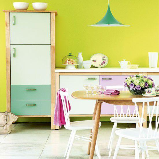 Những gam màu kỳ lạ, ấn tượng trên tủ và tường bếp 3
