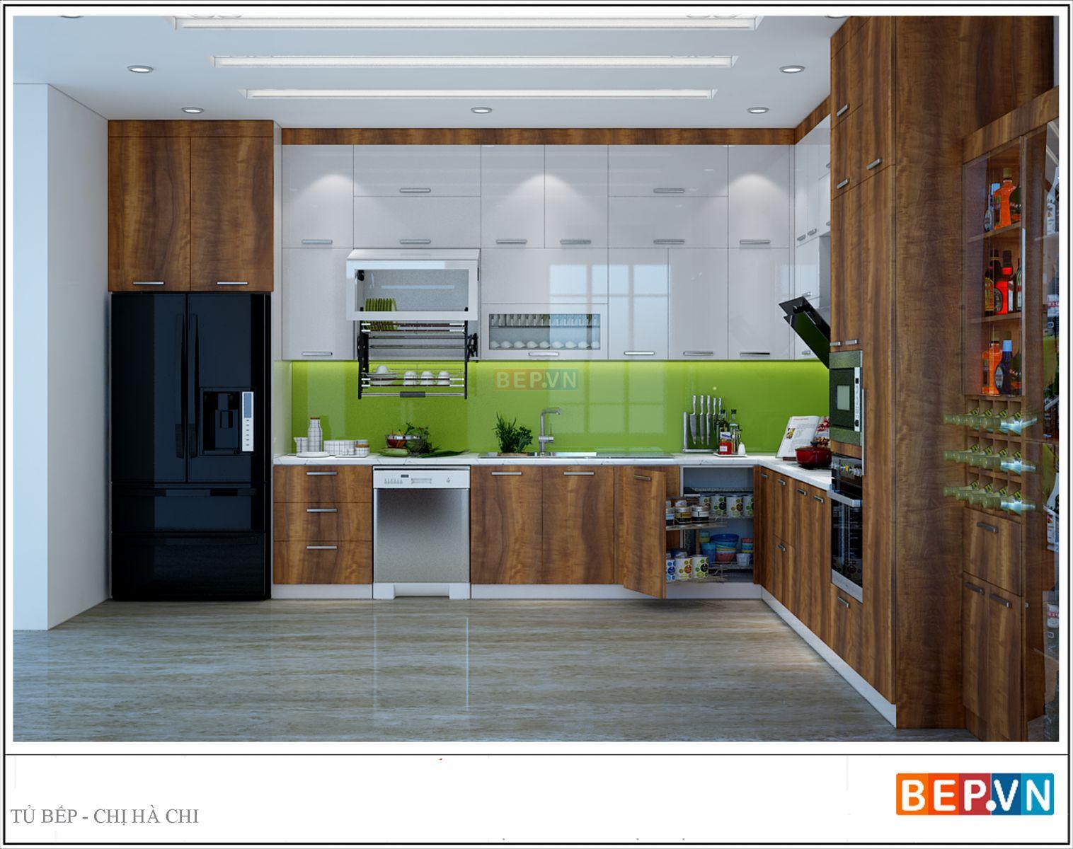 Sự kết hợp màu trắng của Acrylic và màu vân gỗ đặc trưng của Laminate mang lại không gian hài hòa cho hệ thống tủ bếp chữ L gia đình chị Hà sở hữu