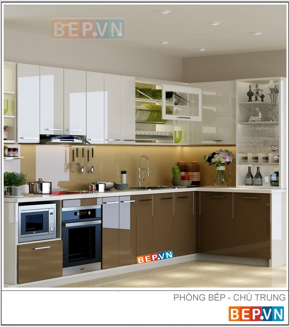 Mẫu tủ bếp Acrylic màu nâu gia đình chú Trung sử dụng với sự kết hợp màu trắng ở tủ trên,màu nâu nhạt ở tấm chắn bếp và màu nâu ở hệ tủ dưới mang lại không gian bếp với tông màu trung tính hiện đại.