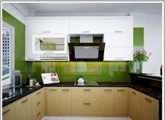 Căn bếp có tủ bếp Acrylic và Laminate màu xanh gia đình anh Sơn