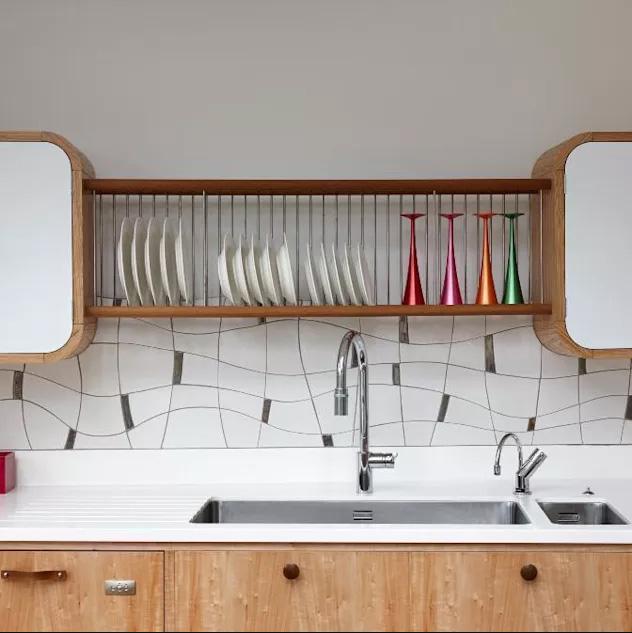 Gạch lát nhà có hình dáng đặc biệt để ốp tường bếp