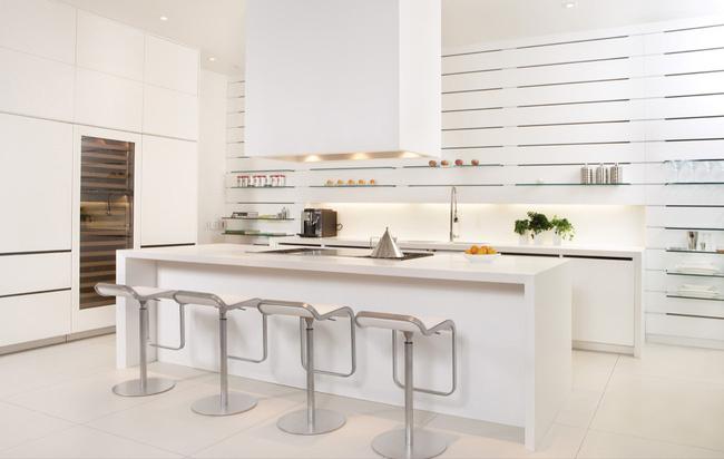 Mẫu gạch lát nhà bếp trắng sạch tinh khôi