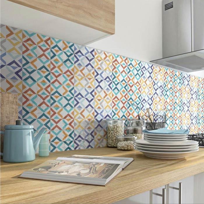 Mẫu gạch nhà bếp đẹp với nhiều sắc màu lạ mắt