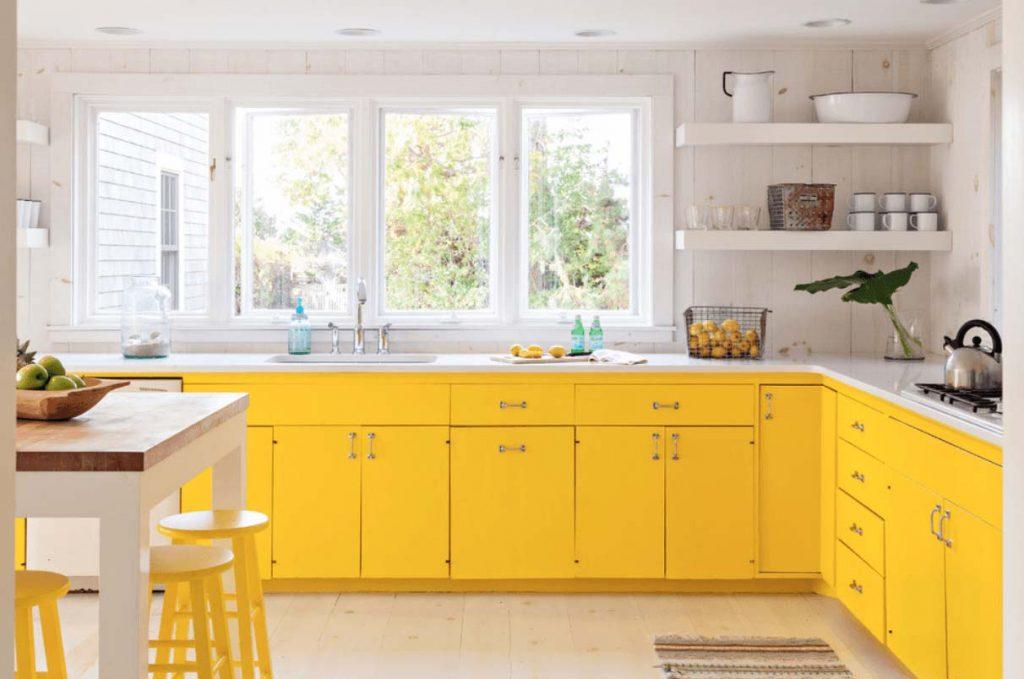 Hình ảnh bếp đẹp với việc sử dụng gam màu vàng