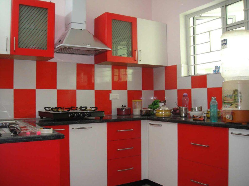 Mẫu nhà bếp đơn giản với tủ bếp phối màu đỏ trắng