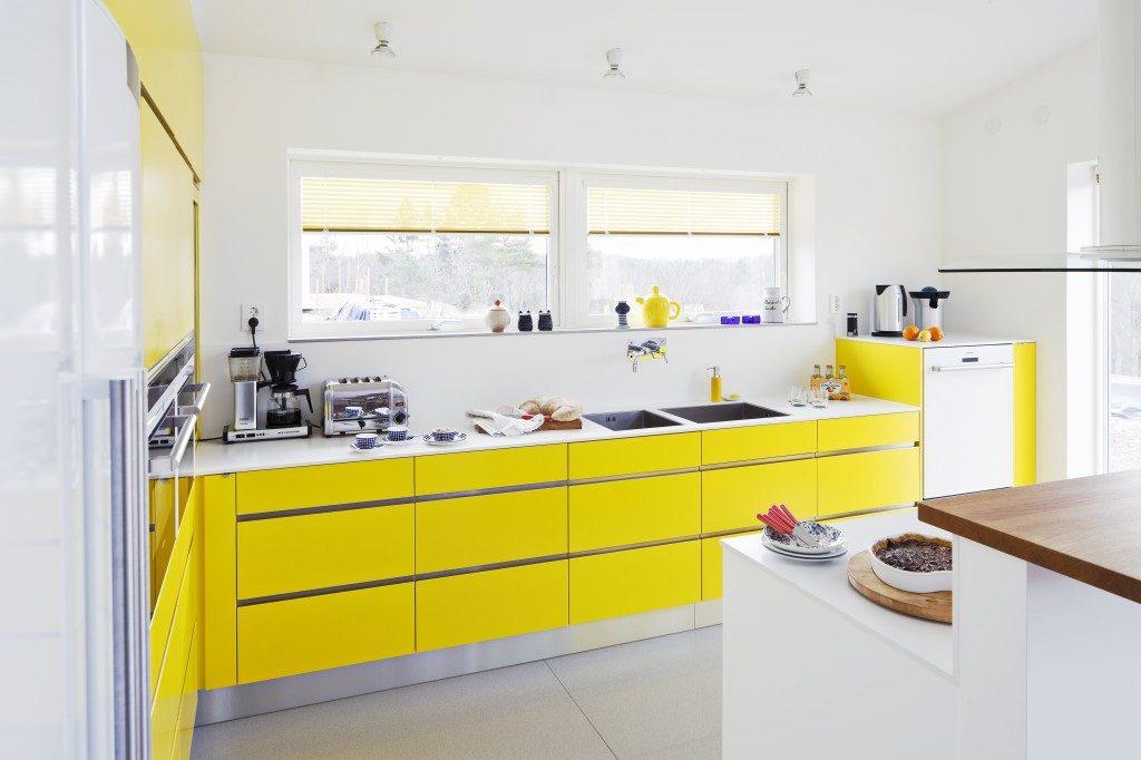 Nhà bếp ngập tràn sắc vàng tươi tắn