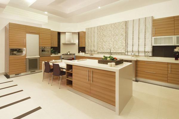 Phòng bếp với tủ bếp có bàn đảo