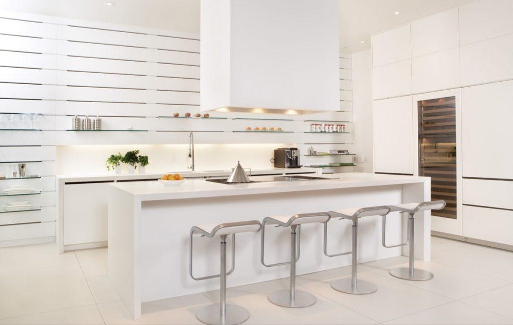 Thiết kế nhà bếp trắng đơn giản