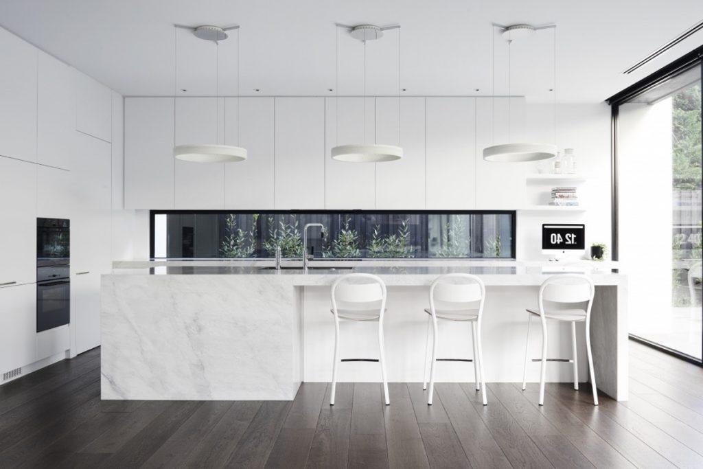 Thiết kế nhà bếp trắng đơn giản mà đẹp tinh tế