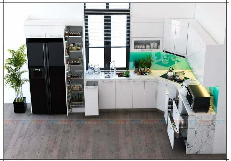 Thiết kế tủ bếp chữ L cắt góc độc đáo và tường chắn bếp kính cường lực xanh tươi mát.